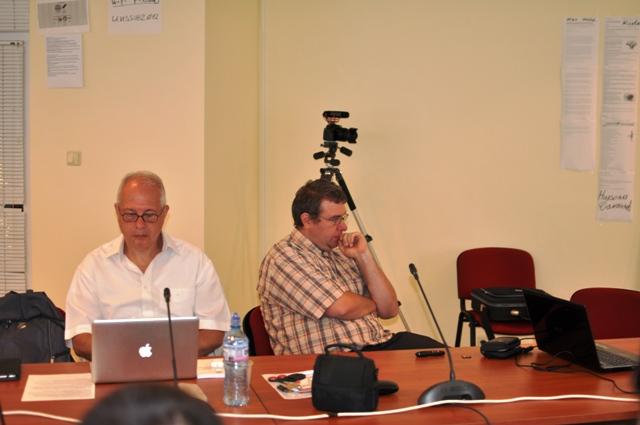 д-р Ангел Марчев следи внимателно за спазване на регламента на Конференцията.